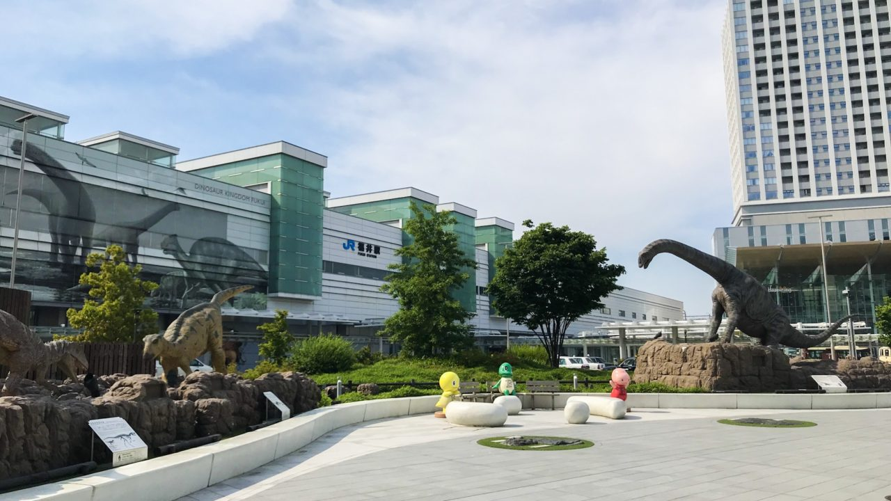 「恐竜王国ふくい」の三大恐竜(福井駅のモニュメントで解説)恐竜スポット